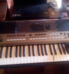 синтезатор YAMAHA PSR E443