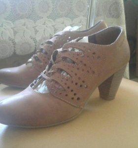 Женские весенние туфли в хорошем состоянии