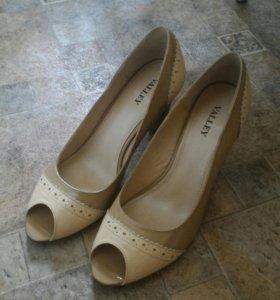 Новые кожаные туфли на 38-39 р
