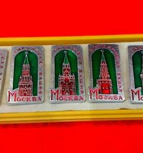 Значки Башни Московского Кремля