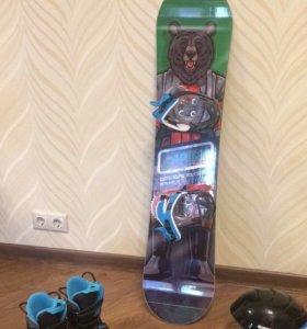 Сноуборд, ботинки, шлем