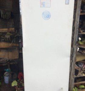 Старенький холодильник