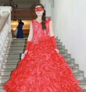 Шикарное красное бальное платье