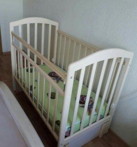 Кроватка детская с маятником+матрас и постель