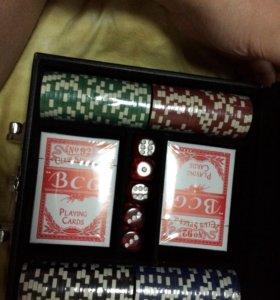 Покерный набор на 200 фишек(совершенно новый)