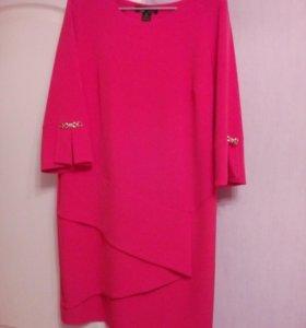 Женское платье,цвет-каралловый+бусы