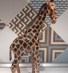 Фигурки жирафа и верблюда
