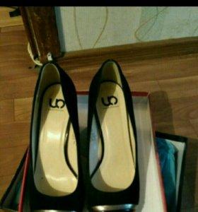Новые замшевые туфли на каблуке гейша 37 размера
