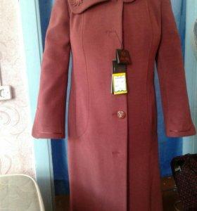 Продам новое пальто.