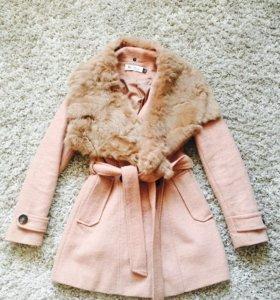 Пальто шерстяное с натуральным мехом