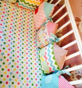 Бортики подушечки в кроватку простыня