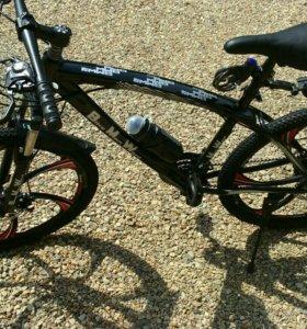 Новый велосипед BMW на литых дисках