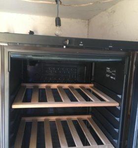 Продам винный шкаф холодильник VESTFROST VKG 571