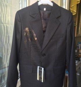 Пиджак и жилетка новые + в подарок брюки