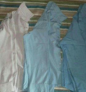 Рубашки и серая безрукавка