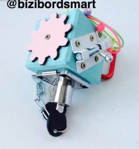 Бизикубик/развивающая игрушка /бизиборд