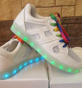 Светящиеся LED кроссовки летние в сеточку