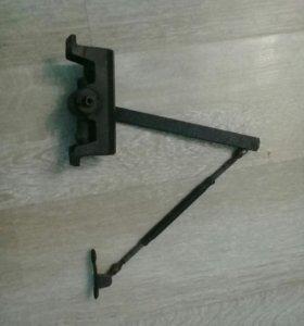 Дверной доводчик
