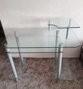 Стол компьютерный стеклянный.
