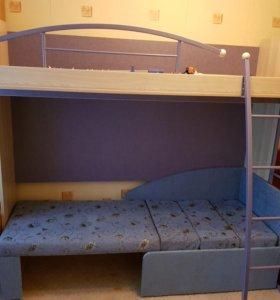 Детская двуярусная кровать с матрасом