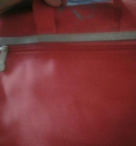 Школьная сумка через плечо.