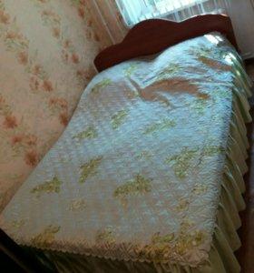 Двухспальная кровать в хорошем состоянии