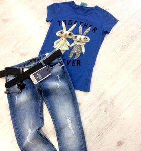 Синяя футболка зайки и джинсы