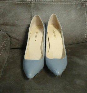 Туфли серые лакированные, новые