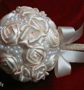 Свадебные, праздничные букеты из атласных лент.