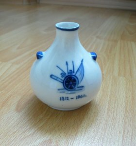 Фарфоровая вазочка