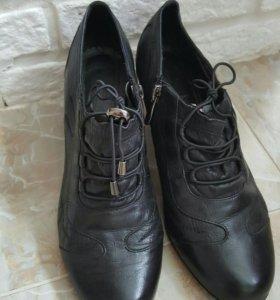 Женские кожаные туфли 38р.