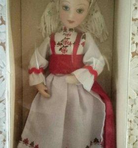 Коллекционная фарфоровая кукла.