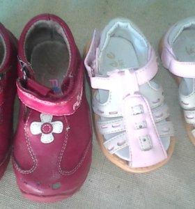Детская Обувь  100 р за обе пары