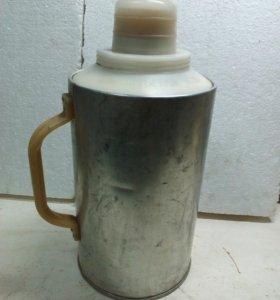 Термос для воды .