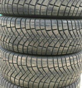 235/65R17 Pirelli Ice Zero Fr