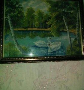 Лебеди на озере