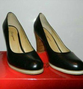 Новые кожаные туфли. р-р 36