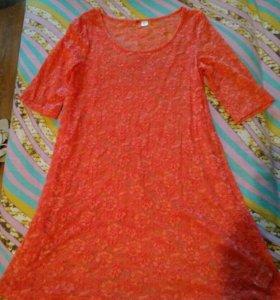 Кружевное платье кораллового цвета
