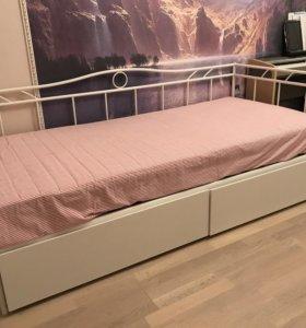Кровать с дополнительным хранением
