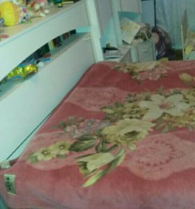 Двух спальный кровать и коляска.