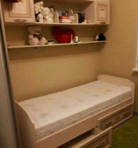 Кровать с выдв.ящиками и матрасом.