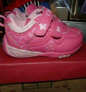кроссовки для девочки 20 р-р