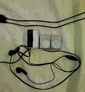 Плеера(3х),2 пары наушников(стандартные),зарядник