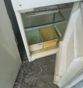 Холодильник трех камерный