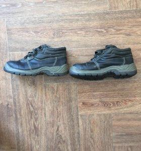 Ботинки строительные