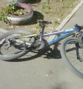 Велосипед с интегрировоной рулевой 21скорость