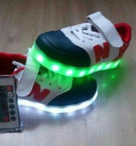 Кроссовки светящиеся с пультом