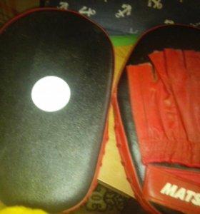 Перчатки для занятия боксом