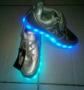Кроссовки светящиеся с зарядкой