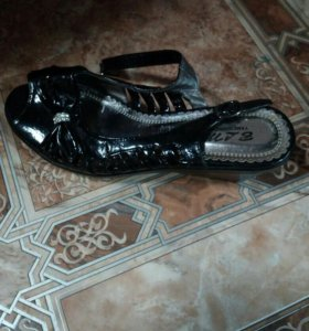 Продам обувь белые сабо натуральная кожа